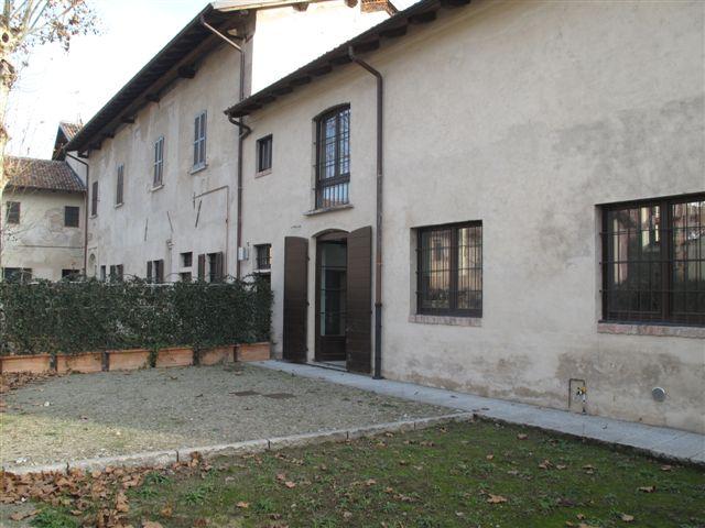 Villa padronale 11V + 18V - Plurilocale di mq 369 + 100 di giardino